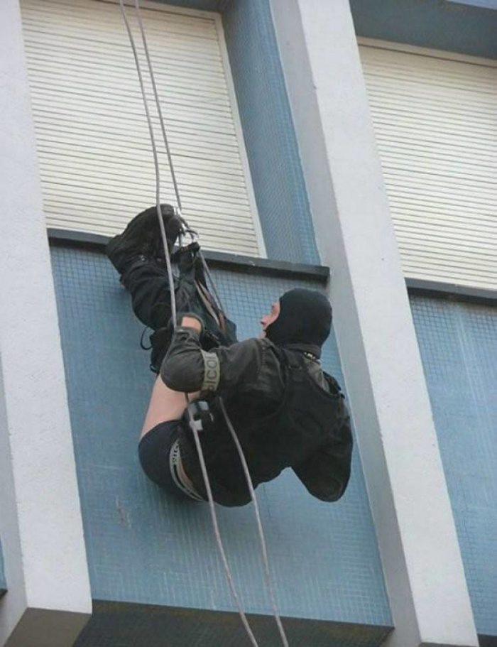 Фото блюстителей порядка, которые просто невозможно объяснить. Зачем они это делают???
