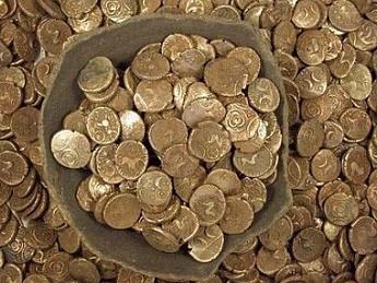 Международный валютный фонд (МВФ) решил выдать каждому гражданину Украины по 10000$ долларов