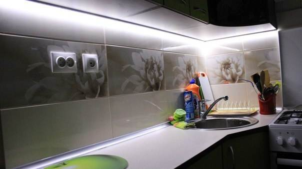 Муж сам отремонтировал эту кухню в 5 кв.м. пока жена гостила у тещи. После приезда, она просто была ошарашена от увиденного