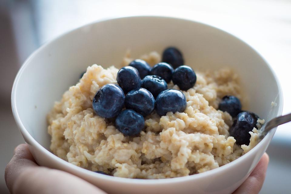 Исследования ученых показали, что произойдёт с организмом, если каждый день на завтрак съедать овсяную кашу