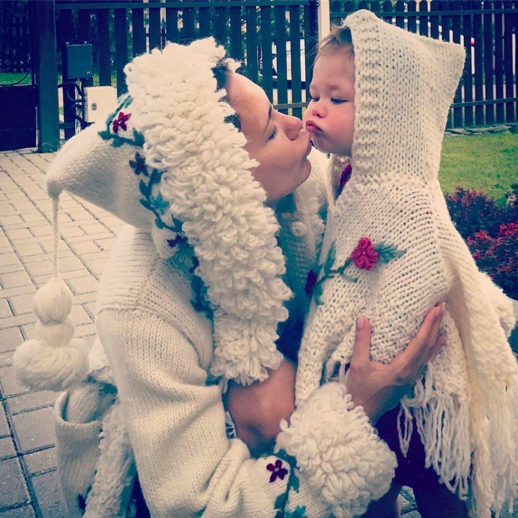 Екатерина Климова опубликовала фото беременного животика. Сейчас многодетная мама выглядит просто идеально!