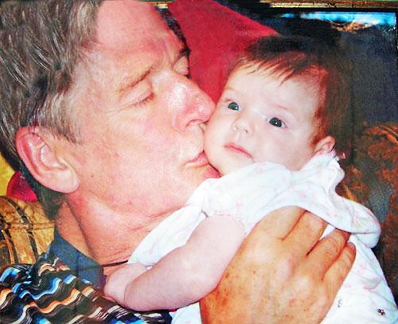 Единственная дочь Александра Абдулова стала как две капли похожа на звёздного отца