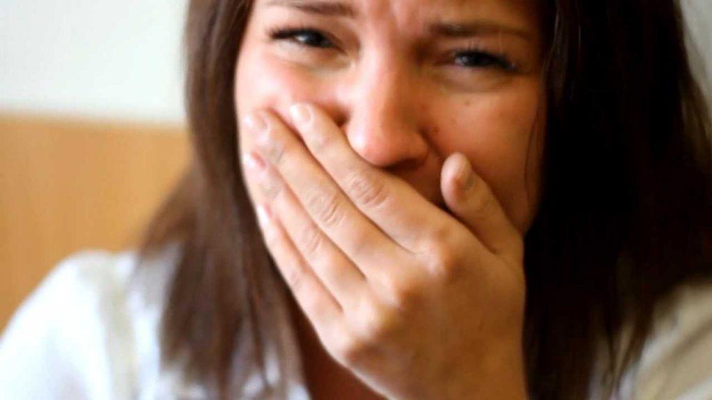 Начальник вызвал к себе сотрудницу, она вышла из кабинета вся в слезах. У нее тряслись руки, когда мы узнали в чем дело…