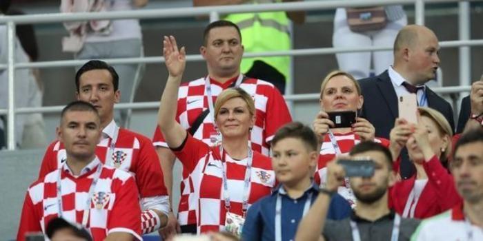 Президент Хорватии прилетела в Россию эконом-классом и зашла в раздевалку к игрокам