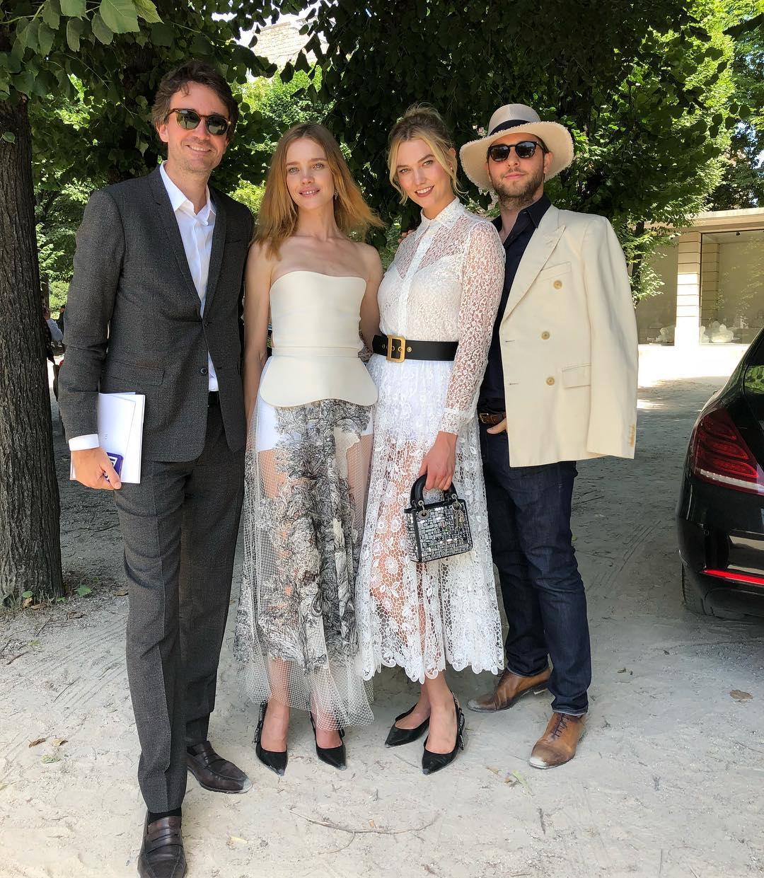 Неделя высокой моды: Водянова в прозрачных платьях с перьями затмила красотой своих 25-летних коллег