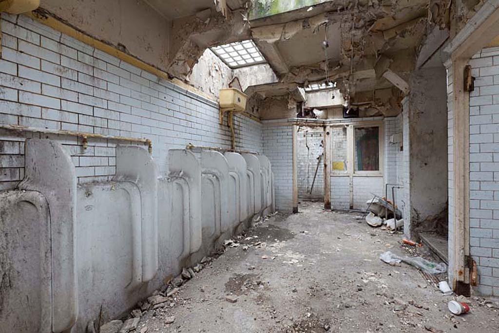 Она купила старый общественный туалет и превратила его в квартиру своей мечты
