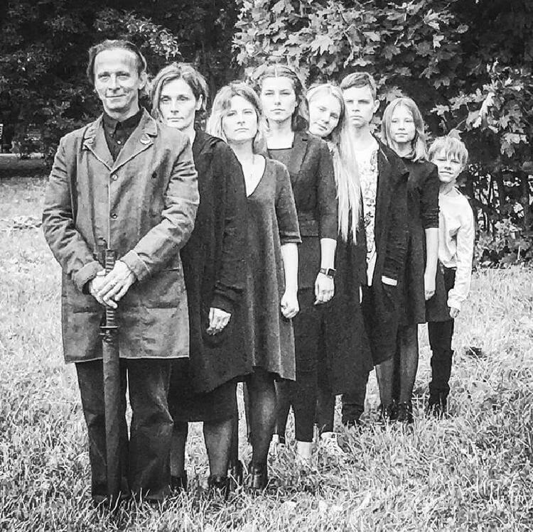 Многодетный отец Иван Охлобыстин поделился фотографией своей большой семьи