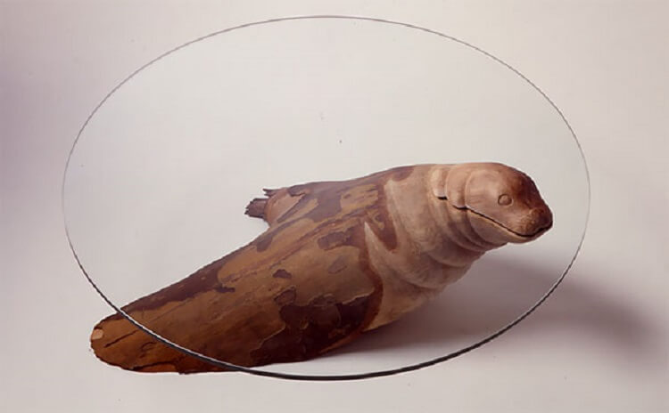 Эти удивительные столы создают иллюзию выглядывающих из воды животных