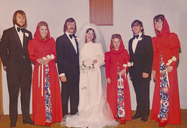 25 смешных винтажных платьев подружек невесты, показывающие, как сильно всё изменилось