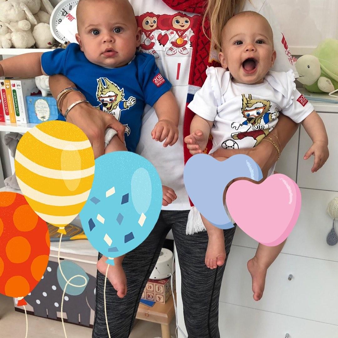 Сын копия папы, а дочь – мамы: Иглесиас и Курникова показали подросших двойняшек на одном фото 997