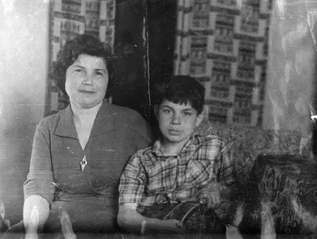 Артисты публикуют свои архивные снимки из молодости и детства. Их не узнать!