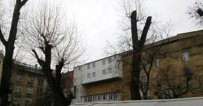 Обнаглевшие соседи, которые расширили балкон и вызвали протест в сети