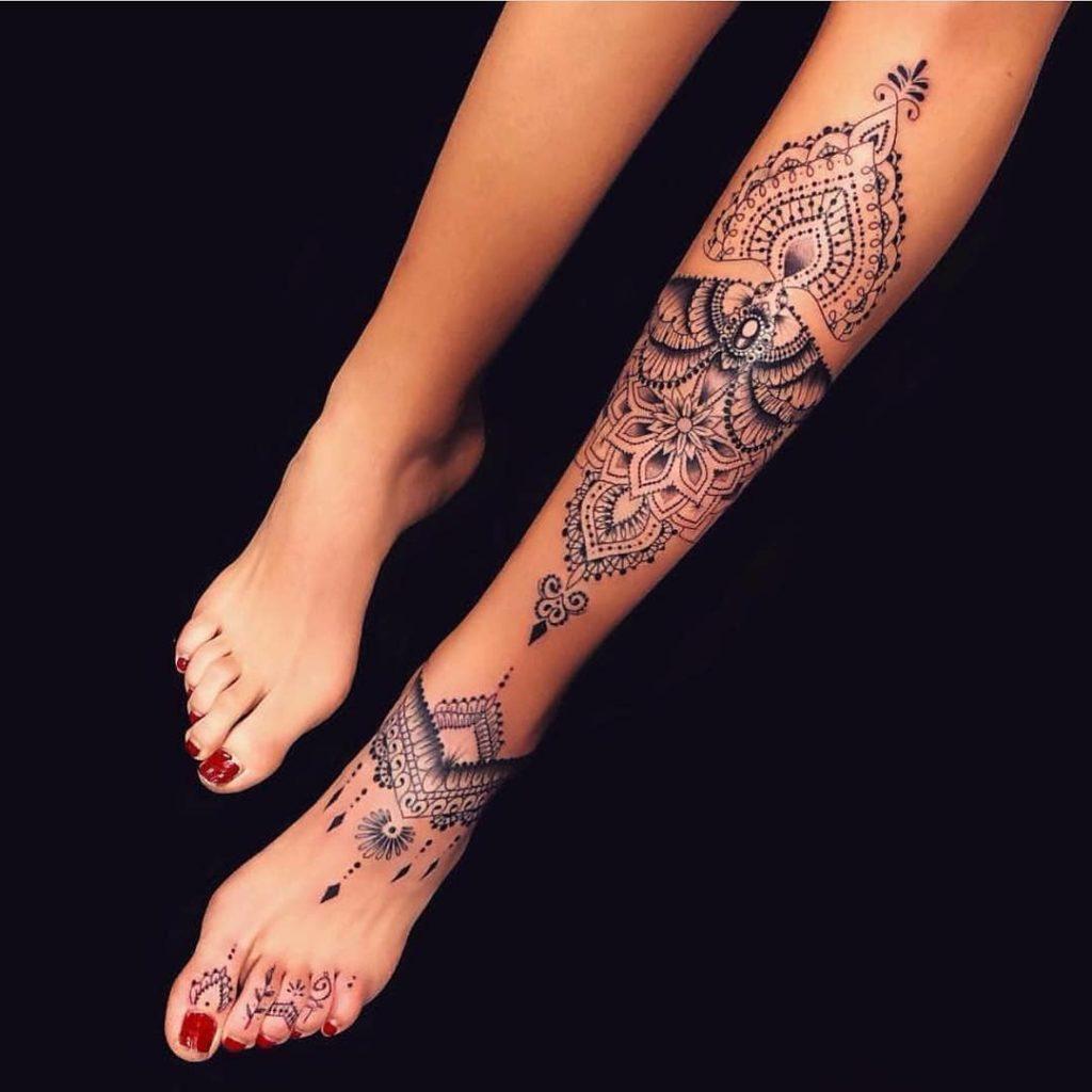 Девушки, которые решились на необычную татуировку и неожиданно стали звездами Интернета