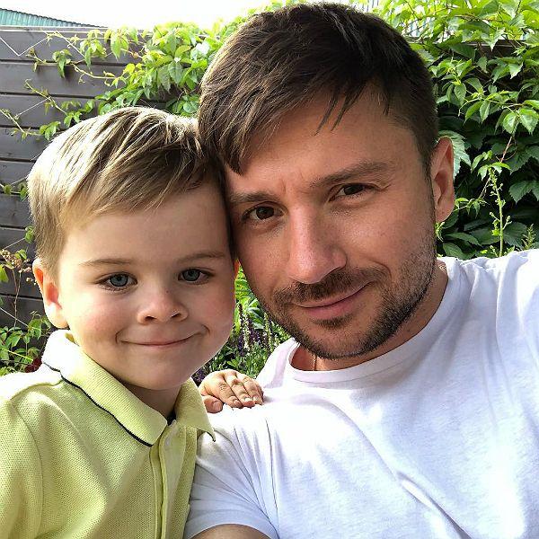 Сергей Лазарев пытается доказать подписчикам, что его сын НЕ приемный