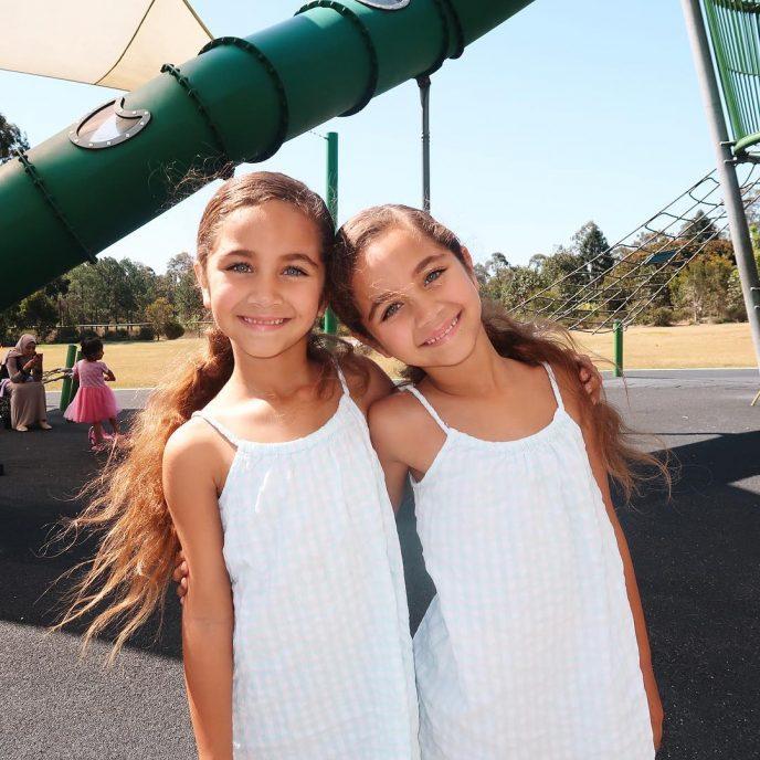 Они подорвали статистику Фейсбука! Пара показала своих 8-летних дочерей-близняшек