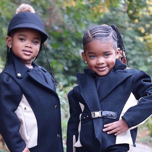 18 фотографий близняшек, у которых разные, но невероятно красивые глаза